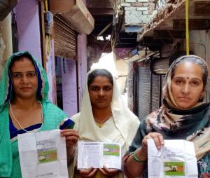Familier i New Delhi har fått rasjoneringskort.